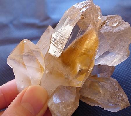 ヒマラヤ水晶原石特殊内包物011-3