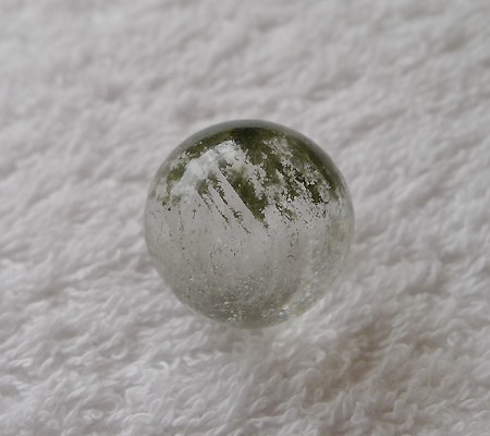 ヒマラヤ水晶丸玉内包物入り002-6