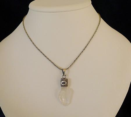 ヒマラヤ水晶ペンダント特殊形状016-11