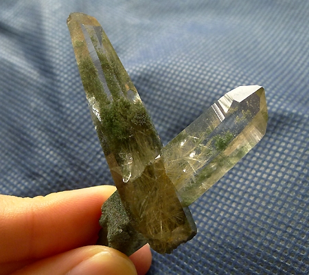 ヒマラヤ水晶原石緑泥石入り022-10