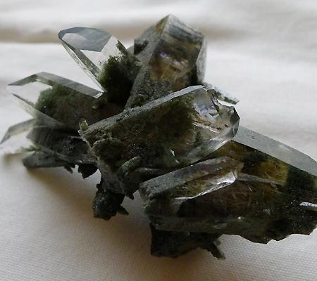 ヒマラヤ水晶原石緑泥石入り023-11
