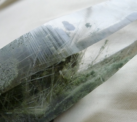 ヒマラヤ水晶原石緑泥石入り024-11