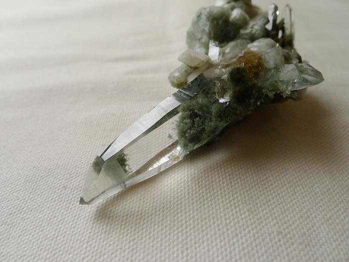 ヒマラヤ水晶原石緑泥石入り025-10