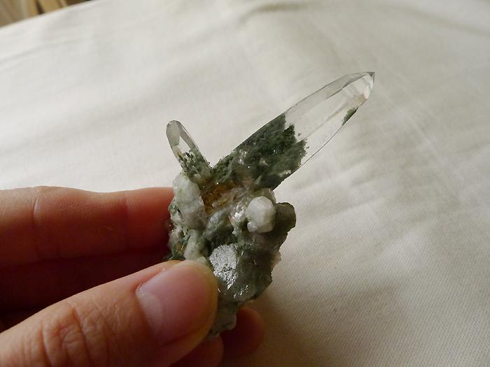 ヒマラヤ水晶原石緑泥石入り025-11