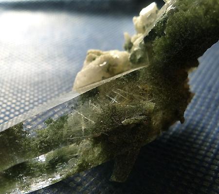 ヒマラヤ水晶原石緑泥石入り030-5