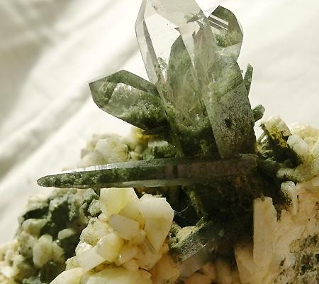 ヒマラヤ水晶原石緑泥石入り031-4