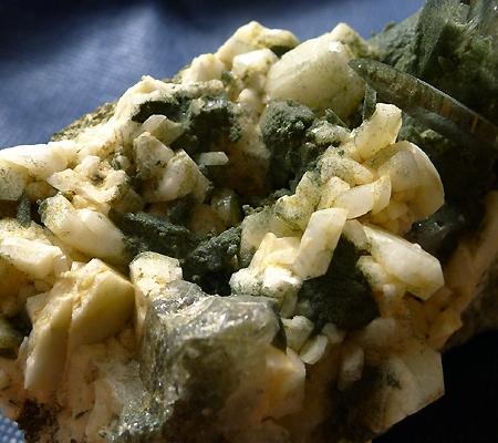 ヒマラヤ水晶原石緑泥石入り031-6