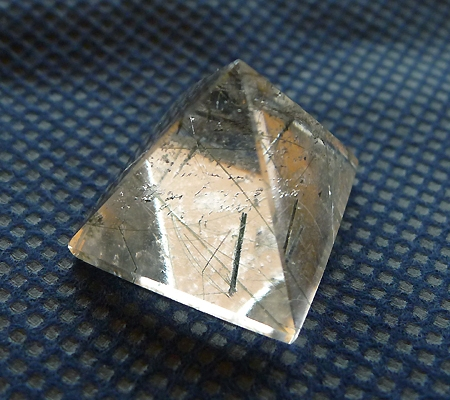 ヒマラヤ水晶丸玉内包物入り012-2
