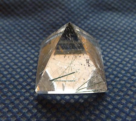 ヒマラヤ水晶丸玉内包物入り012-3
