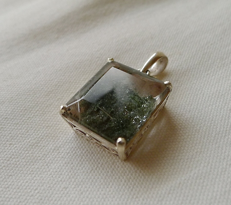ヒマラヤ水晶ペンダント緑泥石入り035-4