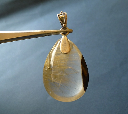 ヒマラヤ水晶ペンダント針金形状内包物入り046-3