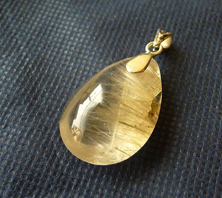 ヒマラヤ水晶ペンダント針金形状内包物入り046-5
