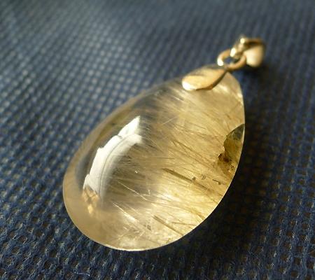 ヒマラヤ水晶ペンダント針金形状内包物入り046-6