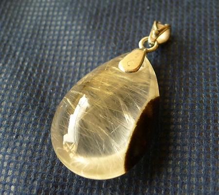 ヒマラヤ水晶ペンダント針金形状内包物入り046-7
