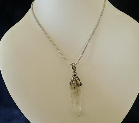 ヒマラヤ水晶ペンダント針金形状内包物入り048-10