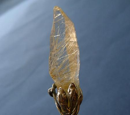 ヒマラヤ水晶ペンダント針金形状内包物入り048-2