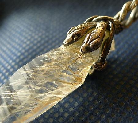 ヒマラヤ水晶ペンダント針金形状内包物入り048-7