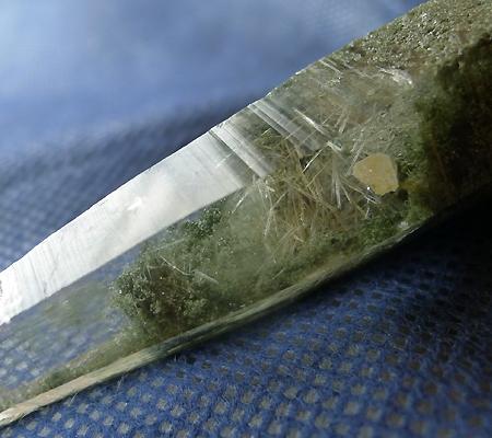 ヒマラヤ水晶原石緑泥石入り036-2