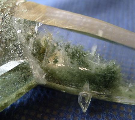 ヒマラヤ水晶原石緑泥石入り036-6