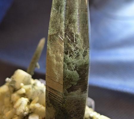 ヒマラヤ水晶原石緑泥石入り044-7