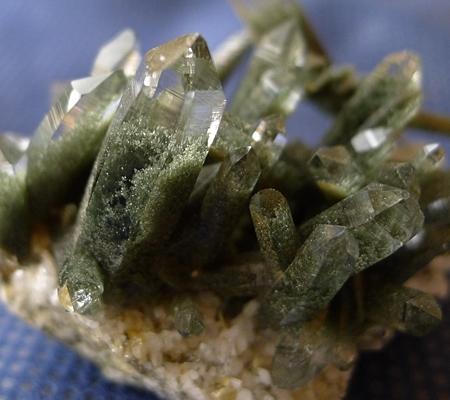 ヒマラヤ水晶原石緑泥石入り047-2