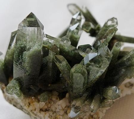 ヒマラヤ水晶原石緑泥石入り047-7
