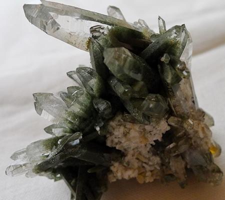ヒマラヤ水晶原石緑泥石入り048-10