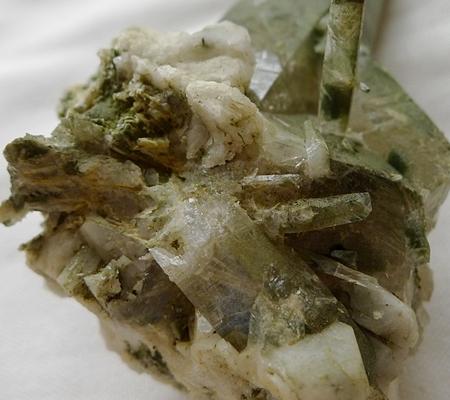 ヒマラヤ水晶原石緑泥石入り052-14