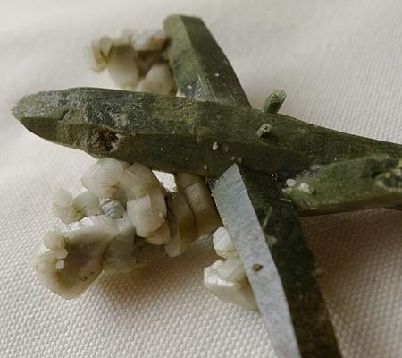ヒマラヤ水晶原石緑泥石入り053-7