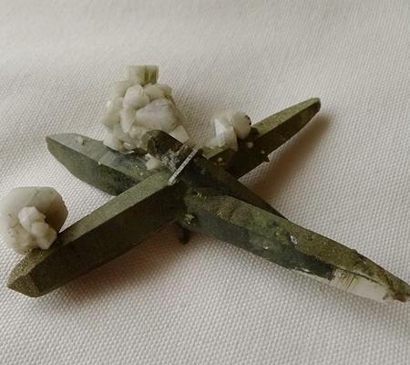 ヒマラヤ水晶原石緑泥石入り053-8