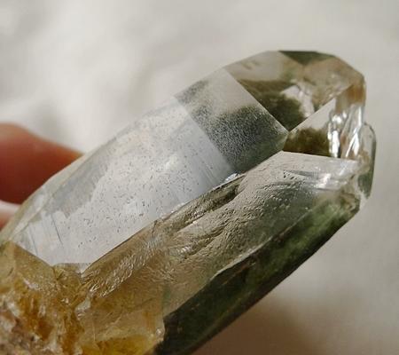 ヒマラヤ水晶原石緑泥石入り054-10