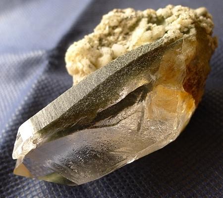 ヒマラヤ水晶原石緑泥石入り054-5