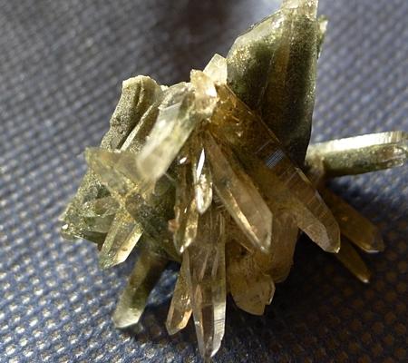 ヒマラヤ水晶原石緑泥石入り057-2
