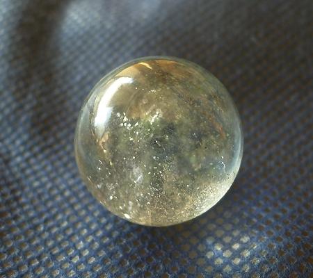 ヒマラヤ水晶丸玉内包物入り014-5