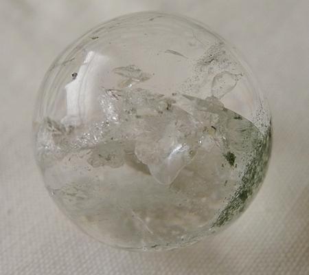 ヒマラヤ水晶丸玉内包物入り015-11
