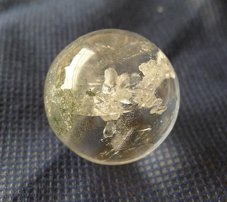 ヒマラヤ水晶丸玉内包物入り015-4