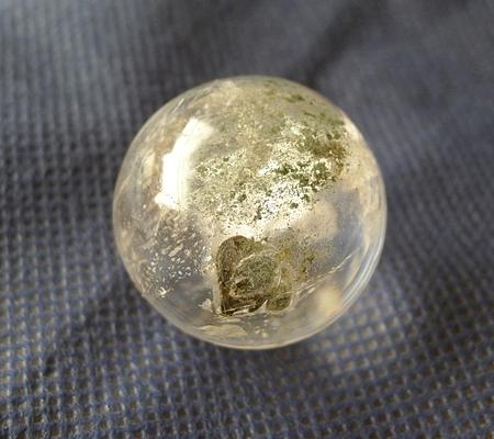 ヒマラヤ水晶丸玉内包物入り015-5