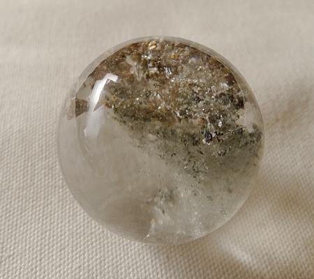 ヒマラヤ水晶丸玉内包物入り018-4