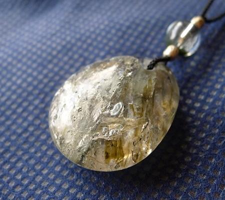 ヒマラヤ水晶紐付きチョーカー内包物入り046-4