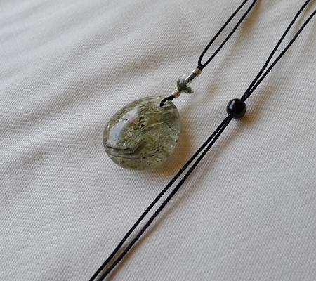 ヒマラヤ水晶紐付きチョーカー内包物入り046-9