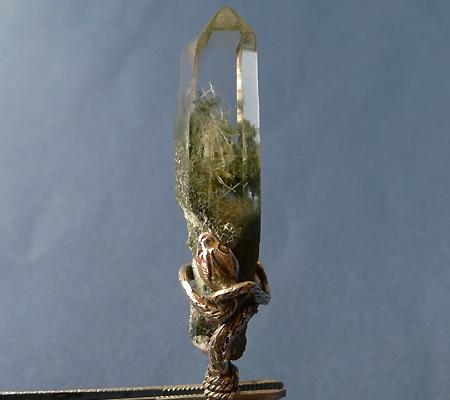 ヒマラヤ水晶ペンダント針金形状内包物入り049-2