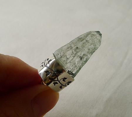 ヒマラヤ水晶ペンダント針金形状内包物入り050-10