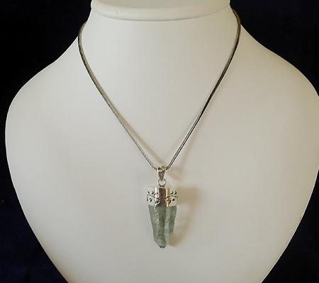 ヒマラヤ水晶ペンダント針金形状内包物入り050-11
