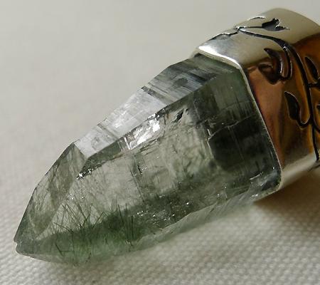 ヒマラヤ水晶ペンダント針金形状内包物入り050-7