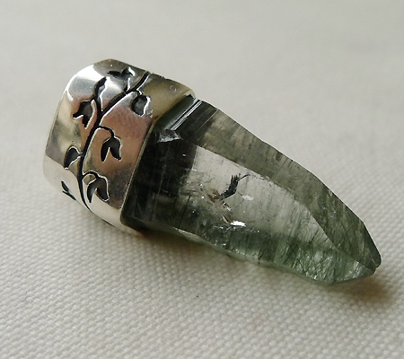 ヒマラヤ水晶ペンダント針金形状内包物入り050-8