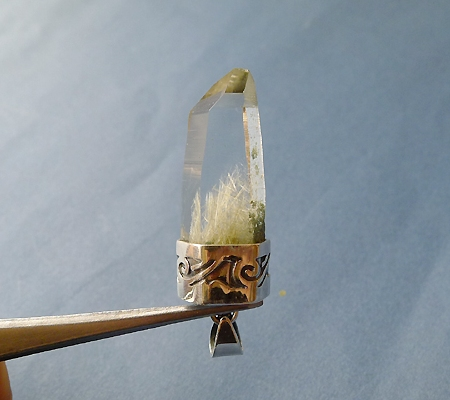 ヒマラヤ水晶ペンダント針金形状内包物入り051-3