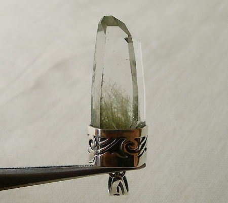 ヒマラヤ水晶ペンダント針金形状内包物入り051-5