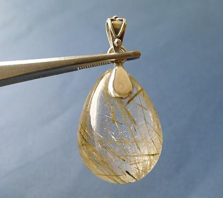 ヒマラヤ水晶ペンダント針金形状内包物入り052-3
