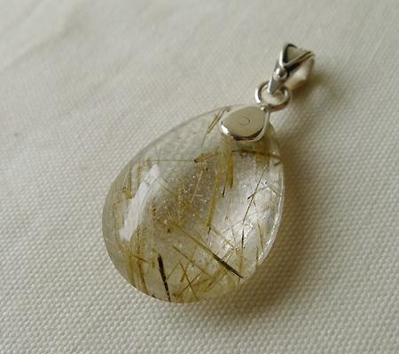 ヒマラヤ水晶ペンダント針金形状内包物入り052-6