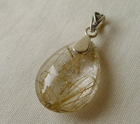 ヒマラヤ水晶ペンダント針金形状内包物入り052-7